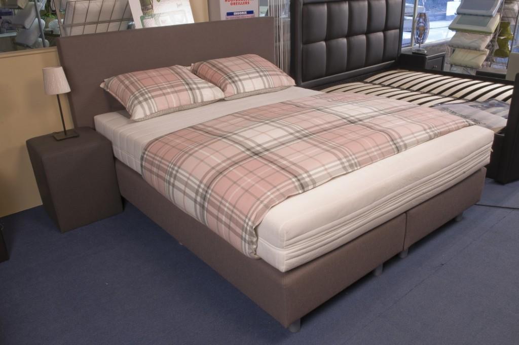 lit boxspring cubic. Black Bedroom Furniture Sets. Home Design Ideas