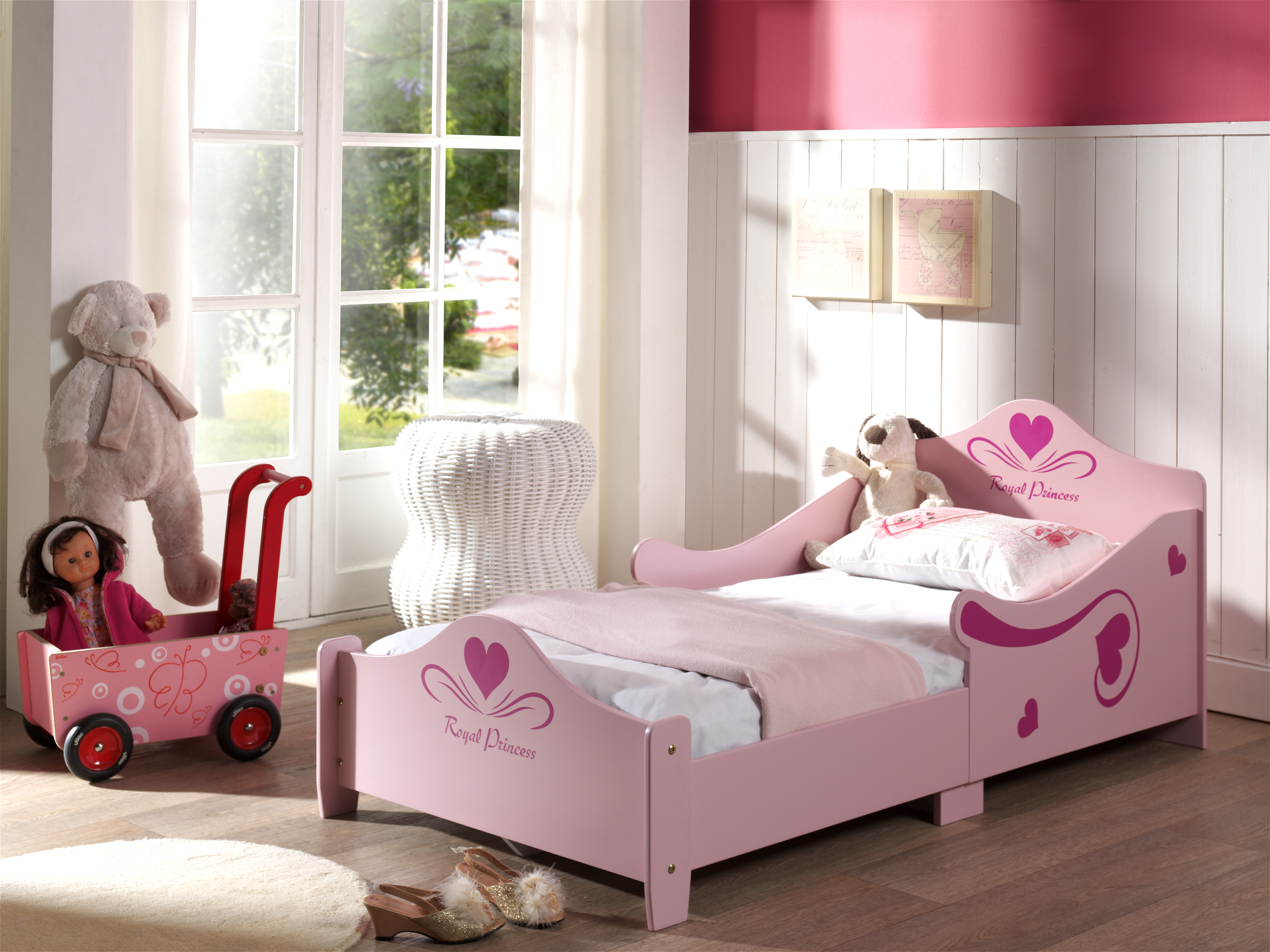 lit junior princesse. Black Bedroom Furniture Sets. Home Design Ideas