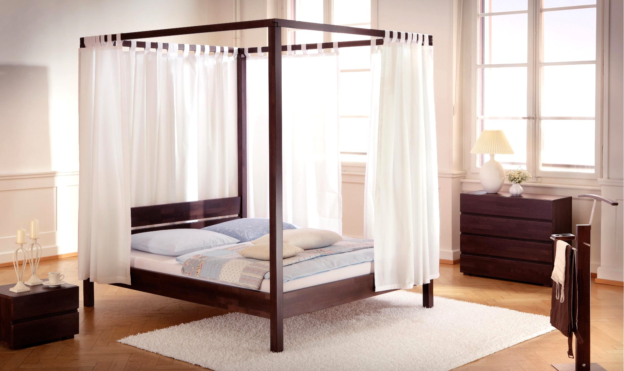 lit baldaquin avec rideaux two coussins sunny wood line hasena. Black Bedroom Furniture Sets. Home Design Ideas