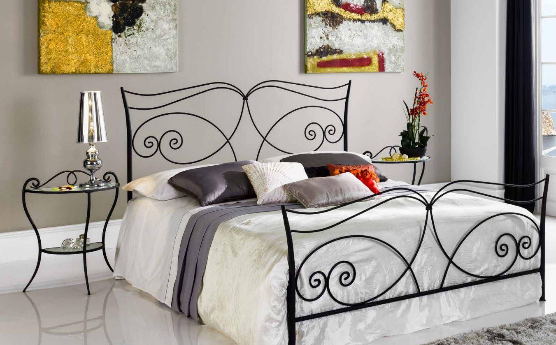 Deco Chambre Avec Lit En Fer lit en fer forgé noir mariola